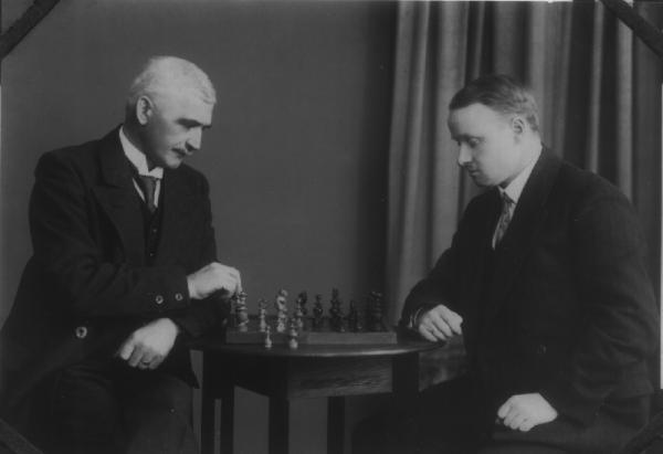 W. Markwort und H. Winkelhagen - Schachpartie 1921 im Brusttuch